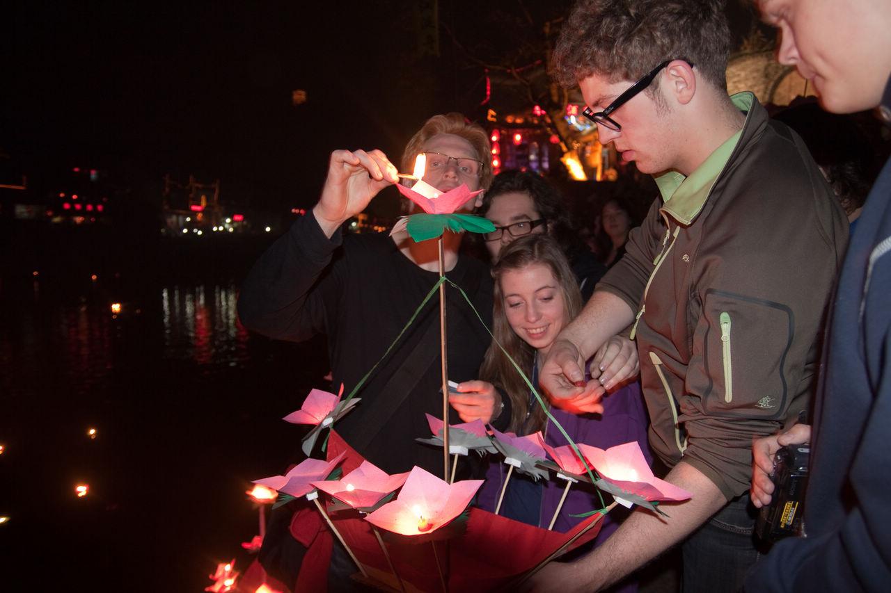 papirblomst-båter med lys