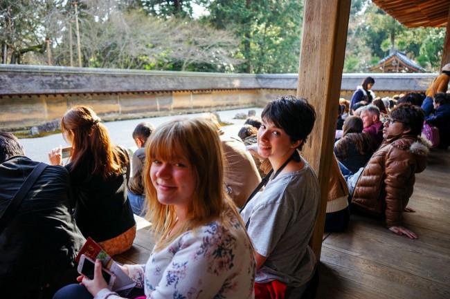 Marte og Eva i en Zen Buddhistisk stenhage.